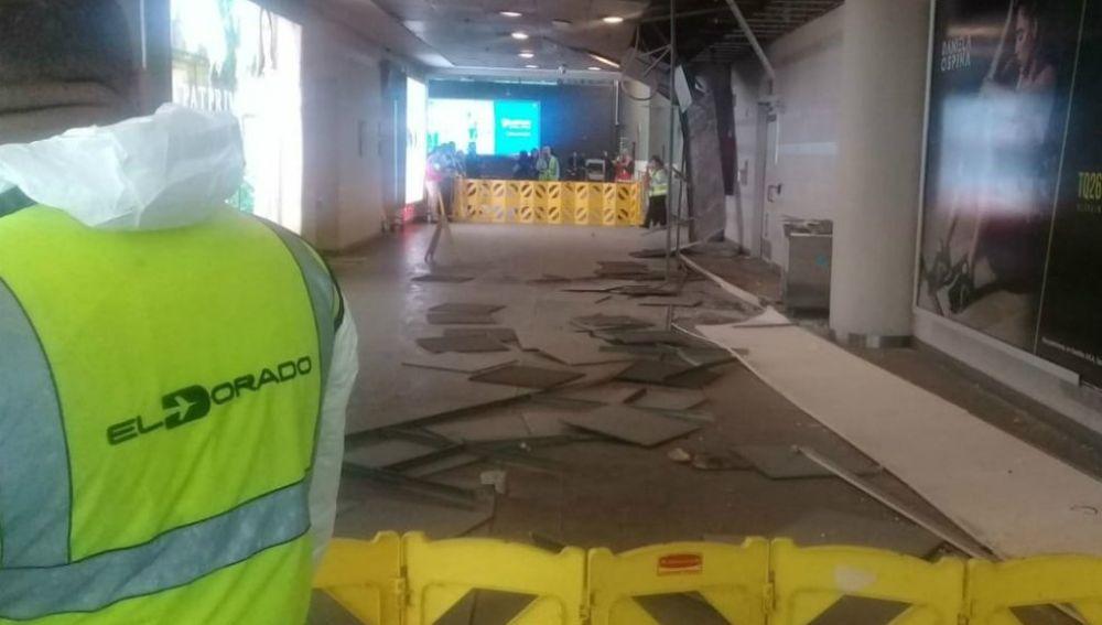Una fuerte granizada en Bogotá hizo que parte del techo del aeropuerto se desplomara