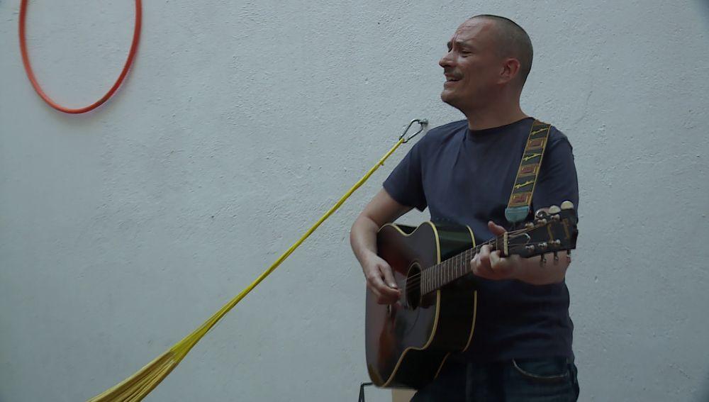 El cantante Javier Álvarez en una actuación