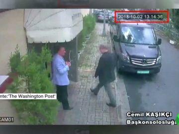Sale a la luz la última imagen con vida del periodista Jamal Khashoggi entrando en el consulado