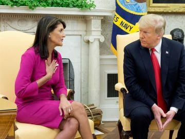 Nikki Haley en una reunión con Donald Trump
