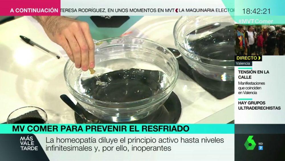 Luis Alberto Zamora demuestra con un experimento la falta de eficacia de la homeopatía