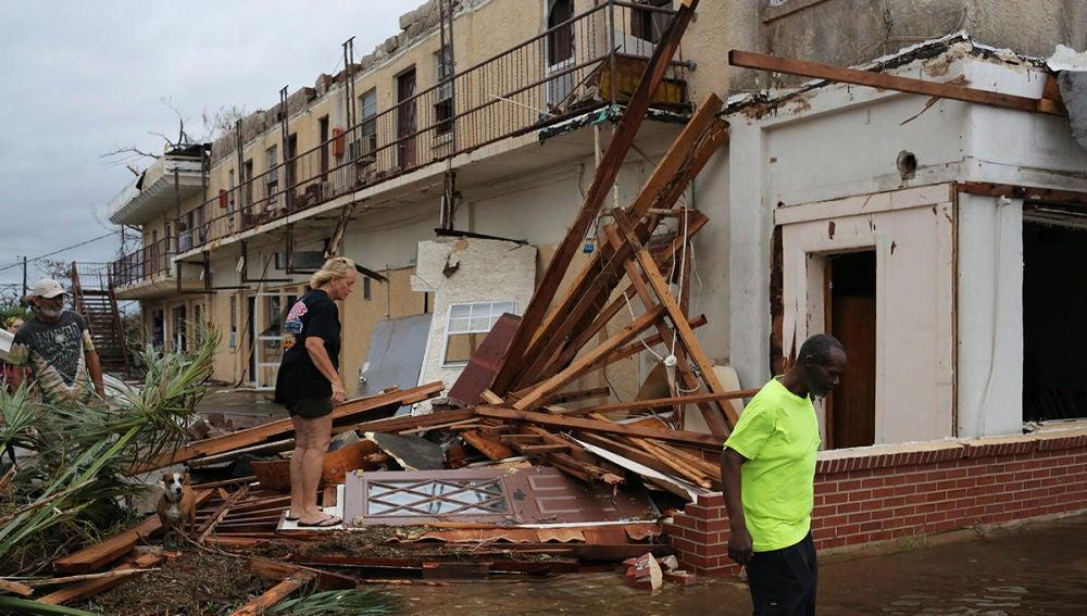 Vista de un edificio colapsado tras la llegada del huracán Michael, en Panama City, Florida