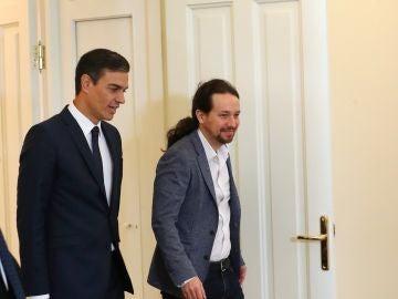 El presidente del Gobierno, Pedro Sánchez, y el secretario general de Podemos, Pablo Iglesias