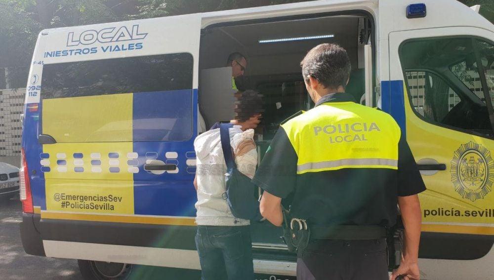 El conductor, con el brazo escayolado, dio positivo en cinco tipos de droga