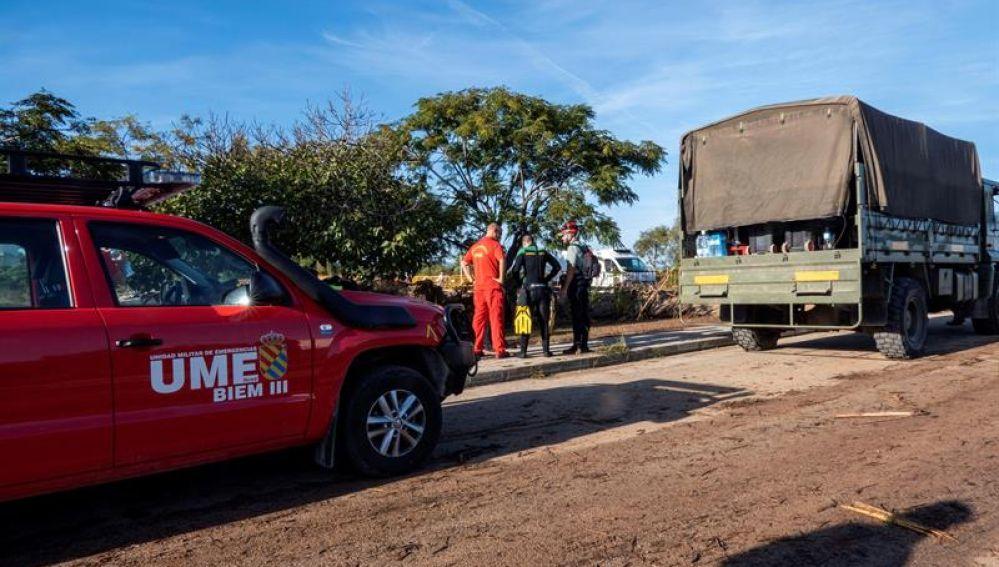 Los equipos de rescate de la Unidad Militar de Emergencias rastrean las zonas afectadas