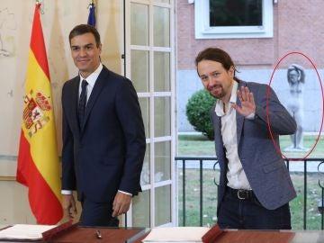 Pedro Sánchez, Pablo Iglesias y la estatua