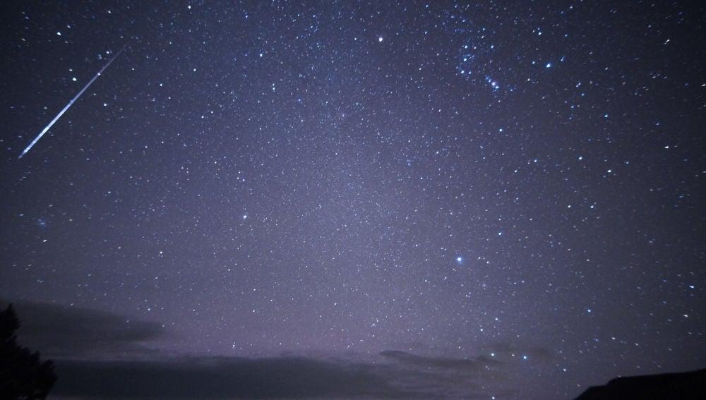 Por distintos factores, los meteoros de las Oriónidas parecen surgir de algún punto de la constelación de Orión
