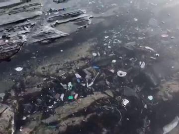 El vídeo que muestra cómo el plástico ha invadido el Flysch de la localidad vasca de Zumaia