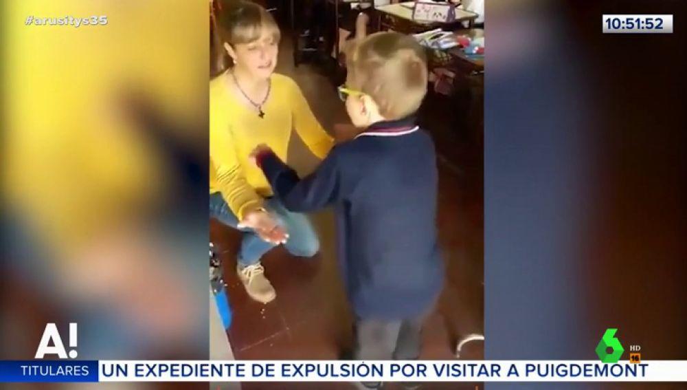 El emotivo vídeo de un niño con parálisis cerebral que consigue caminar gracias a la motivación de sus compañeros