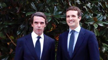 El expresidente del Gobierno José María Aznar, acompañado por el presidente del PP, Pablo Casado