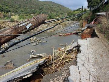 El camino de Forest Hills ha quedado destrozado tras el desbordamiento del río Padrón