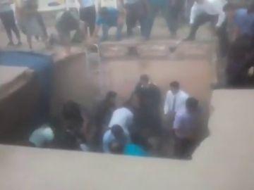El suelo de una fiesta de graduación se desploma y deja 10 heridos