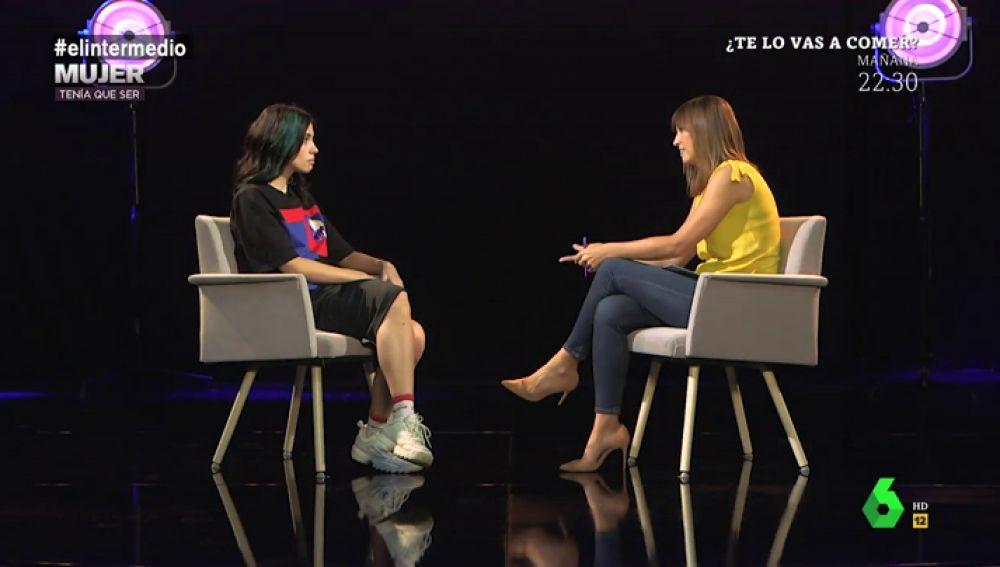 """La historia de Nadya Tolokonnikova, activista de Pussy Riot: """"Estábamos 16 horas en un campo de trabajo sin agua caliente ni a comida normal"""""""