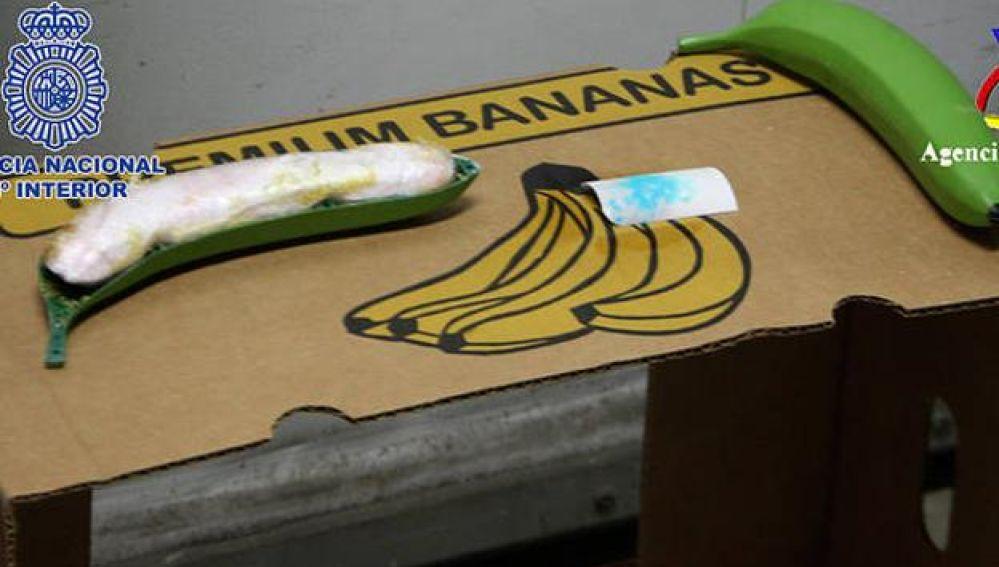 Imagen de cocaína intervenida oculta en bananas