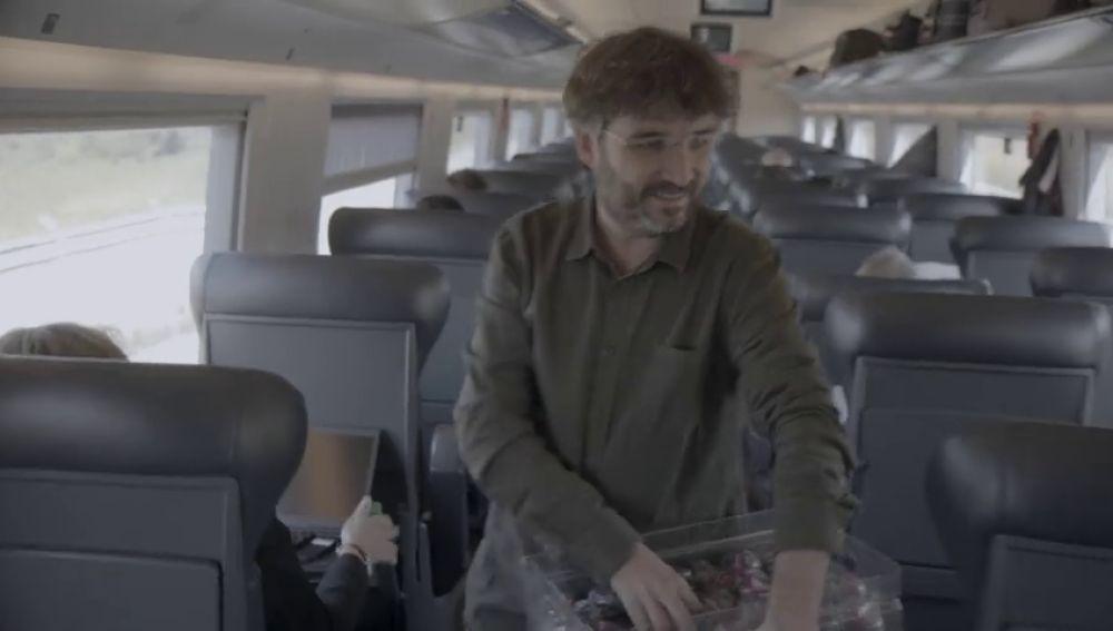 """""""He visto bastante autocrítica"""": esto es lo que piensan de 'El Dilema' los pasajeros del ave que vieron su preestreno a bordo"""