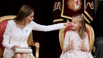 La Reina Letizia tiene un gesto de complicidad con la Princesa Leonor