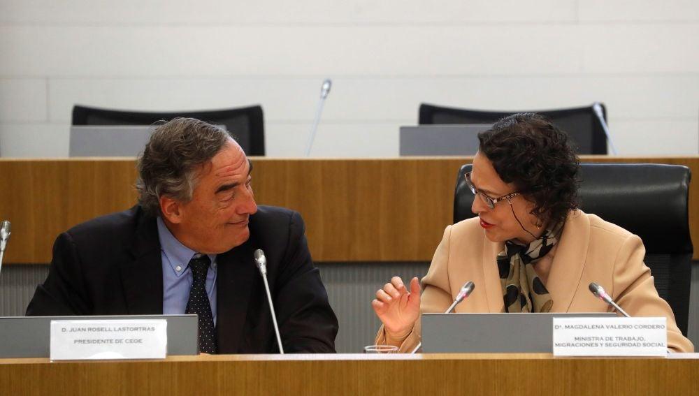 La ministra de Trabajo, Migraciones y Seguridad Social, Magdalena Valerio, junto al presidente de la CEOE, Juan Rosell