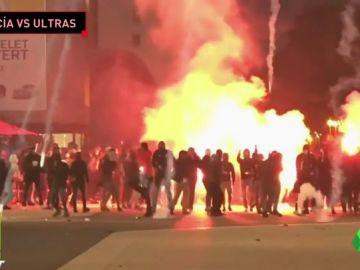 Salvajes peleas entre ultras del Olympique de Marsella y la Lazio: las fuerzas antidisturbios tuvieron que intervenir