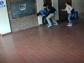Agresión de un padre a un profesor que abusó de su hija