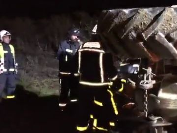 Muere un hombre aplastado por su tractor tras caer por un terraplén en Madrid
