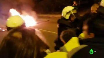Enfrentamientos entre la Policía y los funcionarios de prisiones de la cárcel de Castellón en el segundo día de huelga
