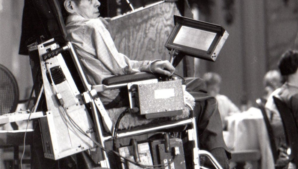 Se subasta una de las primeras sillas de ruedas utilizadas por Stephen Hawking