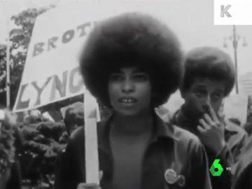 De ser la 'pantera negra' más buscada por el FBI a luchar por el feminismo: la vida del icono antirracista  Angela Davis