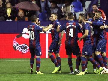 Los jugadores del Levante celebran un gol ante el Leganés