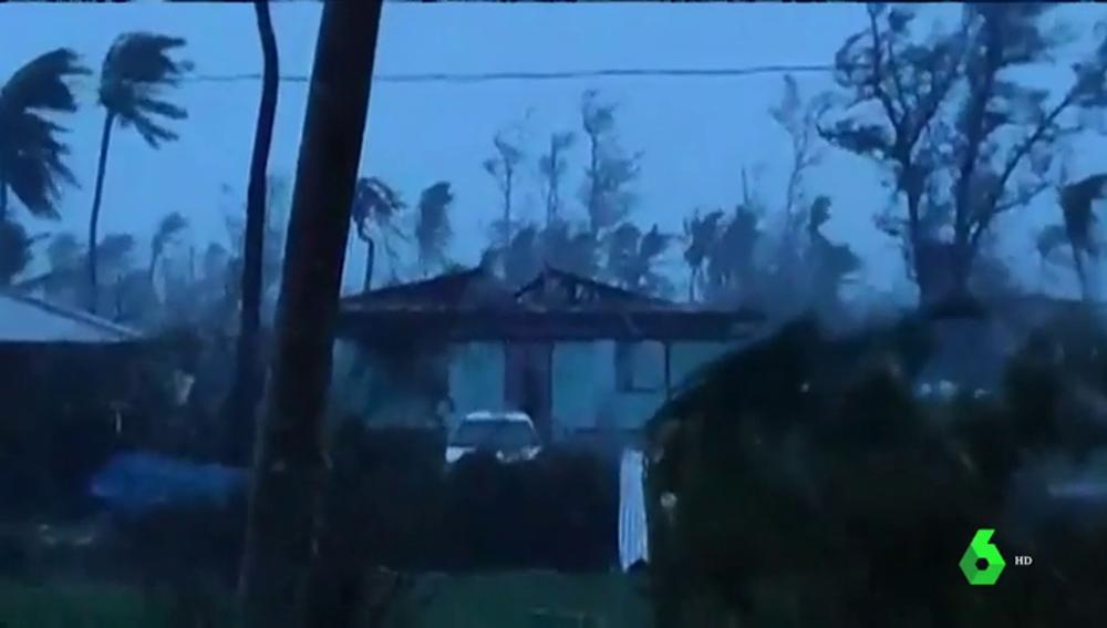 El tifón Yutu a su paso por las Islas Marianas