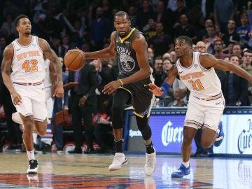 Kevin Durant, en acción ante los New York Knicks