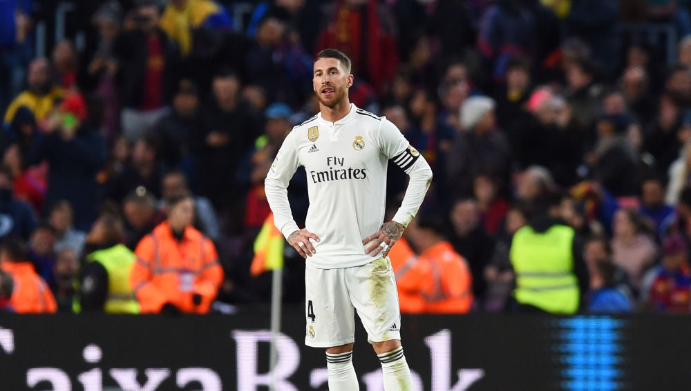 Ramos se lamenta tras un gol encajado ante el Barcelona en el Camp Nou