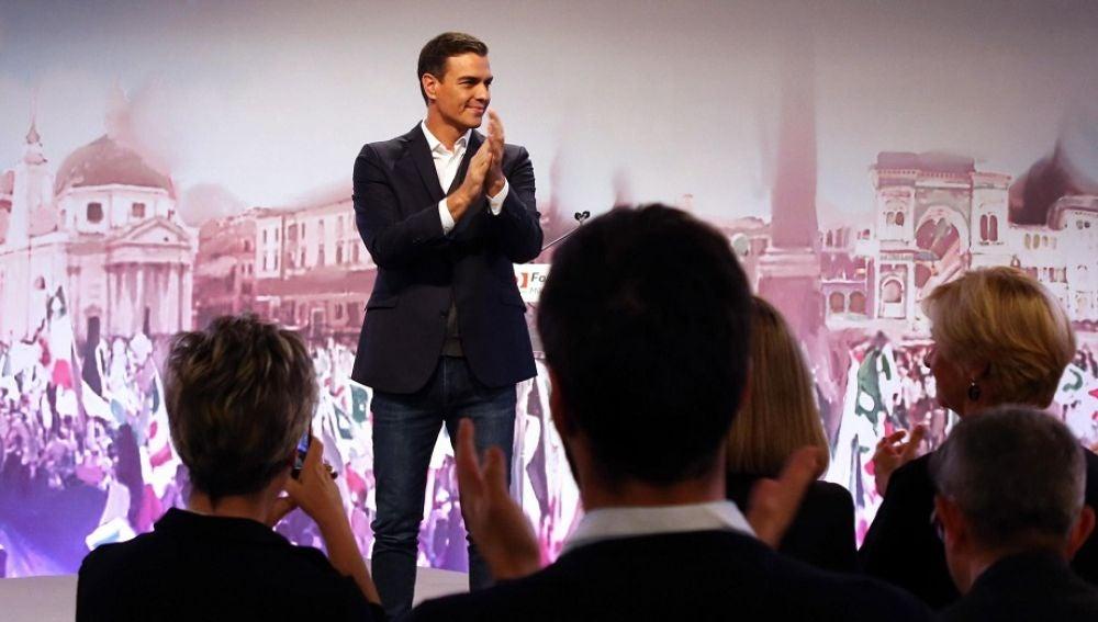 Pedro Sánchez durante un acto en Milán