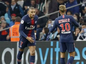 Mbappé y Neymar celebran un gol