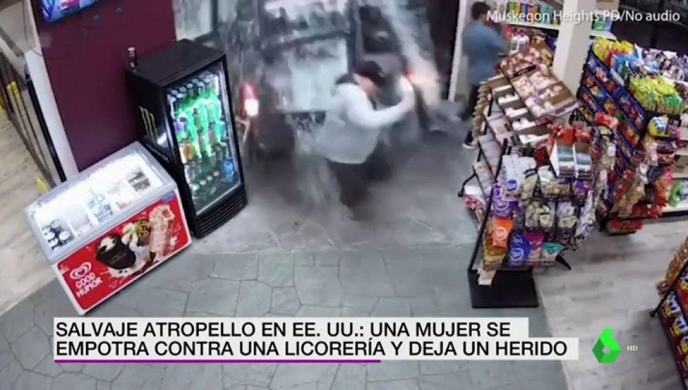 Impactantes imágenes: una mujer lanza por los aires a un hombre tras estrellarse a toda velocidad contra la pared de una licorería