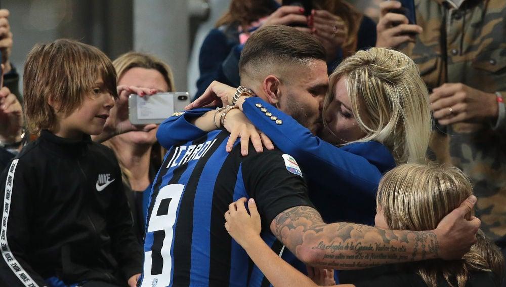 Icardi y Wanda Nara, durante un partido del Inter