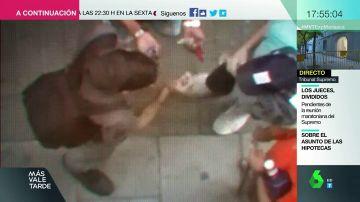 Guerra a los 'narcopisos': los vecinos de Lavapiés muestran en un vídeo lo fácil que es conseguir cualquier droga en unos minutos