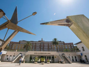 Vista de la fachada principal del Hospital Virgen del Rocío de Sevilla