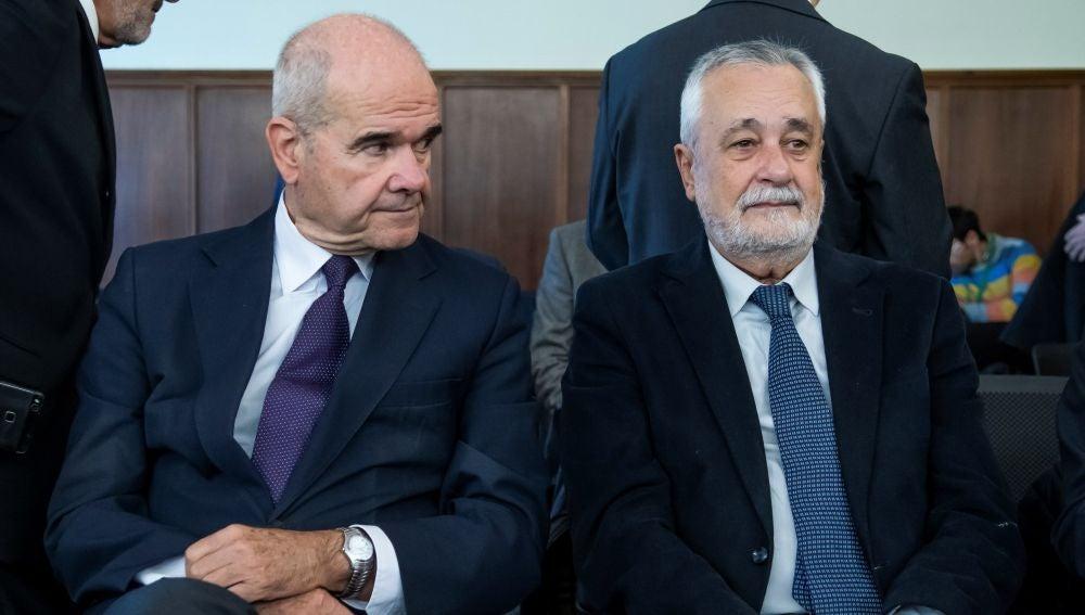 Manuel Chaves y José Antonio Griñán escuchan a los fiscales Anticorrupción