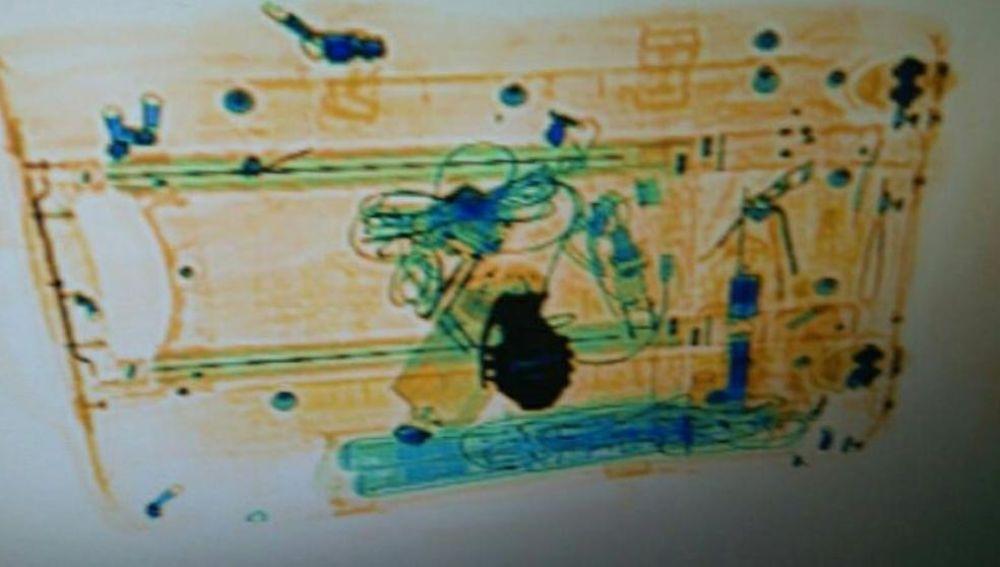 Una hebilla con forma de granada provocó el desalojo por aviso de bomba en Sants
