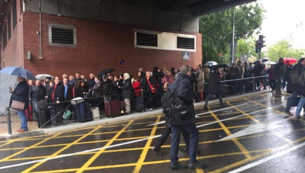 La Policía Nacional ha desalojado la estación de Atocha, en el centro de Madrid