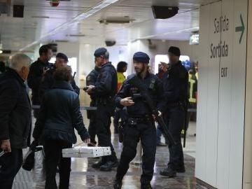 Los Mossos d'Esquadra han desalojado dos trenes del AVE
