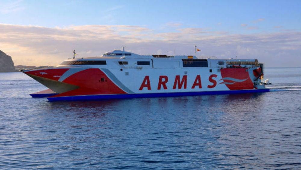 Un ferry de la Naviera Armas