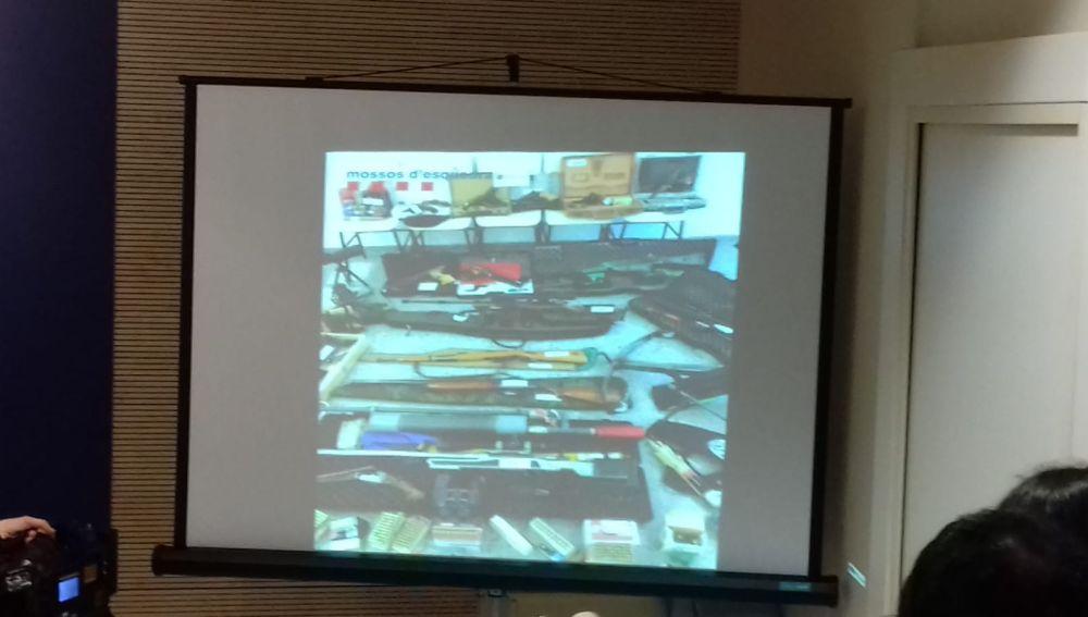 Arsenal de armas del francotirador que pretendía matar a Sánchez