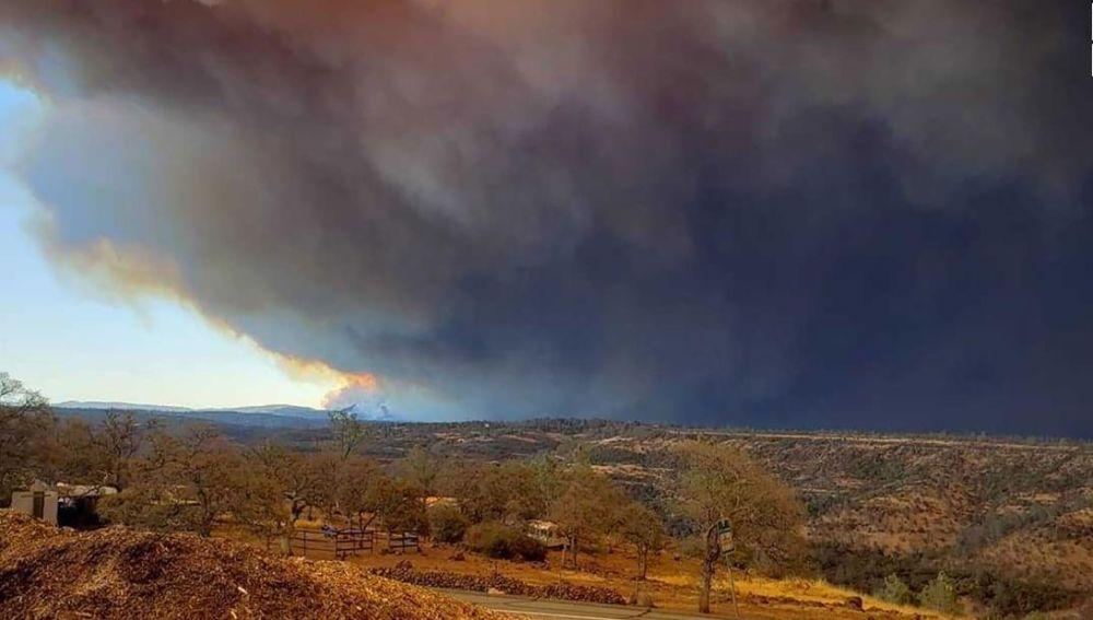 Imagen del incendio declarado al norte de California