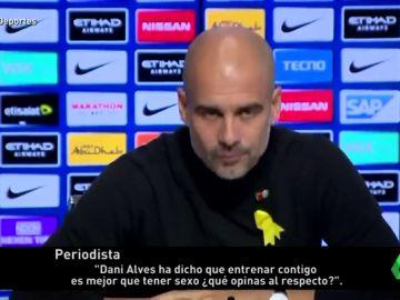 """Guardiola contesta a Alves: """"¿Tener sexo o entrenar conmigo? Yo prefiero el sexo"""""""
