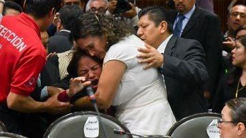Legisladores reconfortan a la diputada Carmen Medel Palma