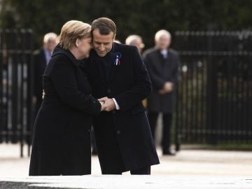 El presidente francés, Emmanuel Macron junto a la canciller alemana, Angela Merkel