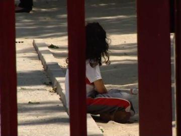 Imagen de una menor en un colegio