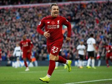 Xherdan Shaqiri celebra su gol ante el Fulham