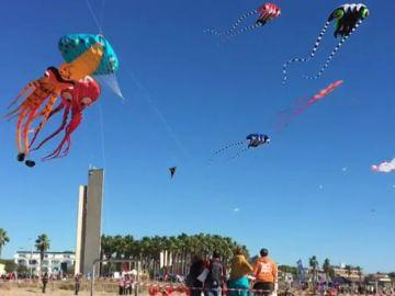 Castelldefels se suma a la iniciativa 'Cometas por la Paz' para fomentar el apadrinamiento de los niños de América Latina